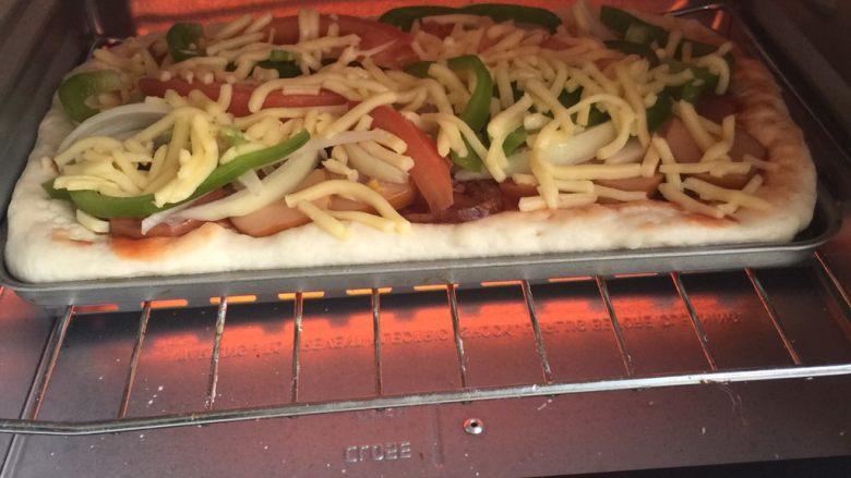 腊肉香肠披萨