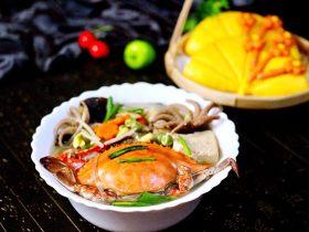 黑酱油+大白菜豆腐丸子炖海鲜