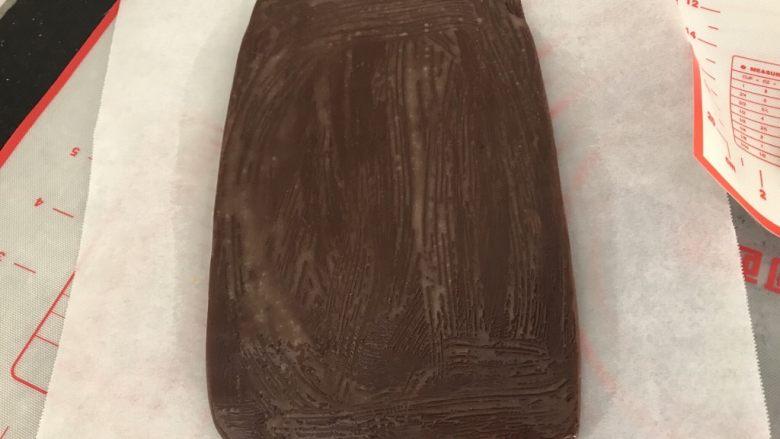 双色棋格小饼干~圣诞美食,啡色部分擦一层薄薄的蛋液
