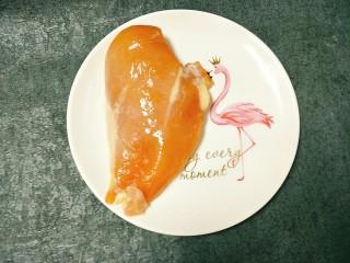 土豆鸡胸肉丁,一块鸡胸肉洗干净