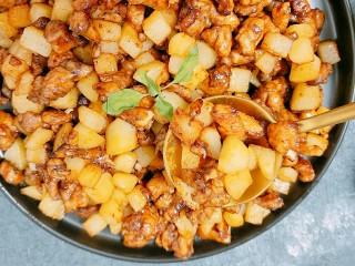 土豆鸡胸肉丁,成品图,开吃!