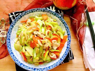 吃鸡+蚝香西葫芦炒鸡胸,成品