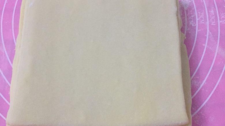 丹麦吐司(开酥吐司),折好后的样子是这样的