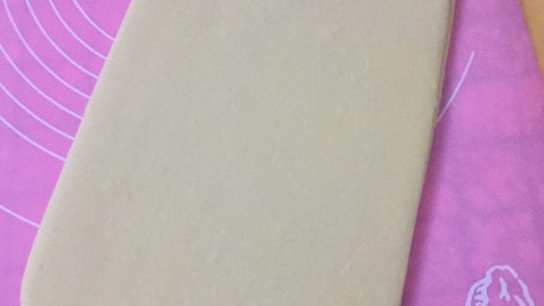 丹麦吐司(开酥吐司),然后,把二次折好后的面片在擀成大概15×25厘米的厚片