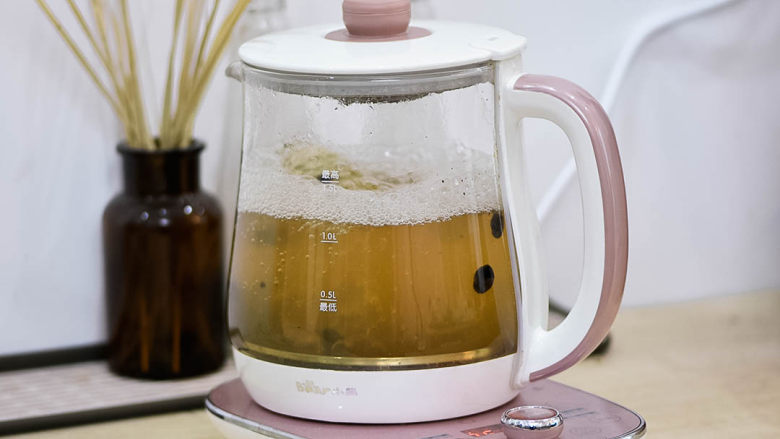 食疗食谱——豆豉葱白水,煮1小时。我用的电壶煮,可以定时,小火。
