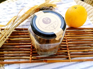 手作姜饼 冬至补阳去湿,红糖用温水溶化。古法粗制红糖,比精制红糖保留更多铁等矿物质,补铁去寒淤。