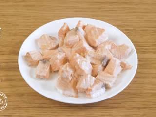 8m+自制鱼肉松(宝宝辅食),然后,蒸好之后取出,晾至不烫手~