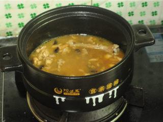 鸡腿饭,倒入平时煮饭差不多量的水,稍微搅拌均匀