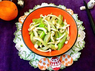 丝瓜烩白玉菇,成品