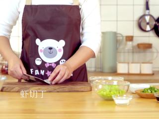 四喜蒸饺,虾仁切成丁