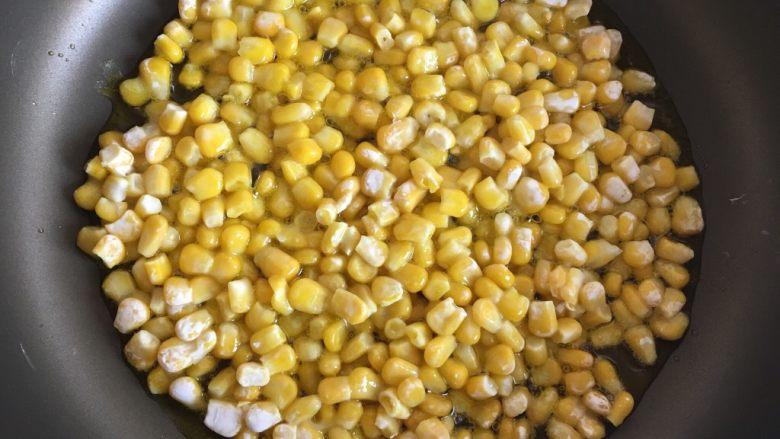 玉米烙,继续煎制3-4分钟