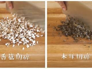 12m+彩色饺子(宝宝辅食),香菇、木耳、白菜剁碎~