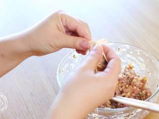 12m+彩色饺子(宝宝辅食),包饺子,宝宝吃可以包得小一点~