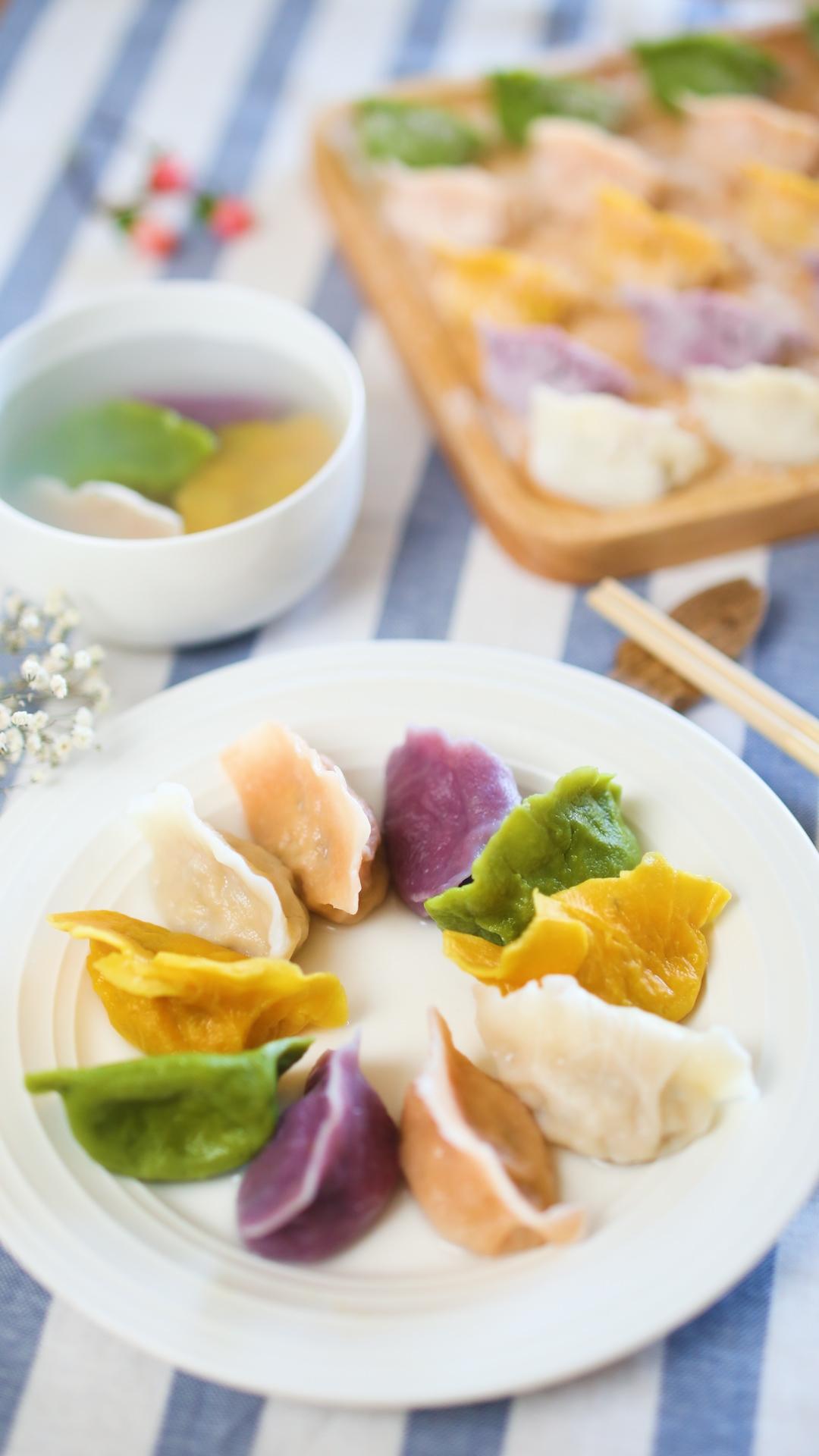 12m+彩色饺子(宝宝辅食),煮熟捞出,就可以喊宝宝吃啦~吃多少煮多少哈,剩下的可以放在冰箱冷冻,随吃随煮~</p> <p>