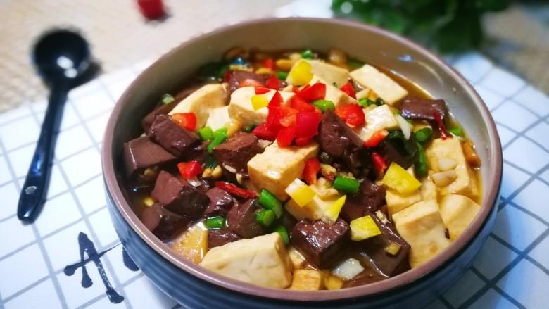 鸭血烩豆腐