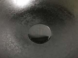葱油拌面,锅中倒入适量油。