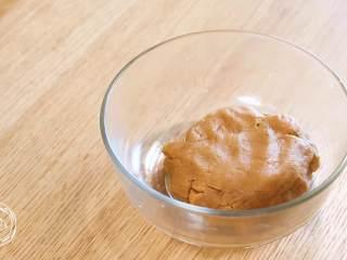 12m+姜饼人(宝宝辅食),然后,再继续揉一揉面团,揉到光滑~