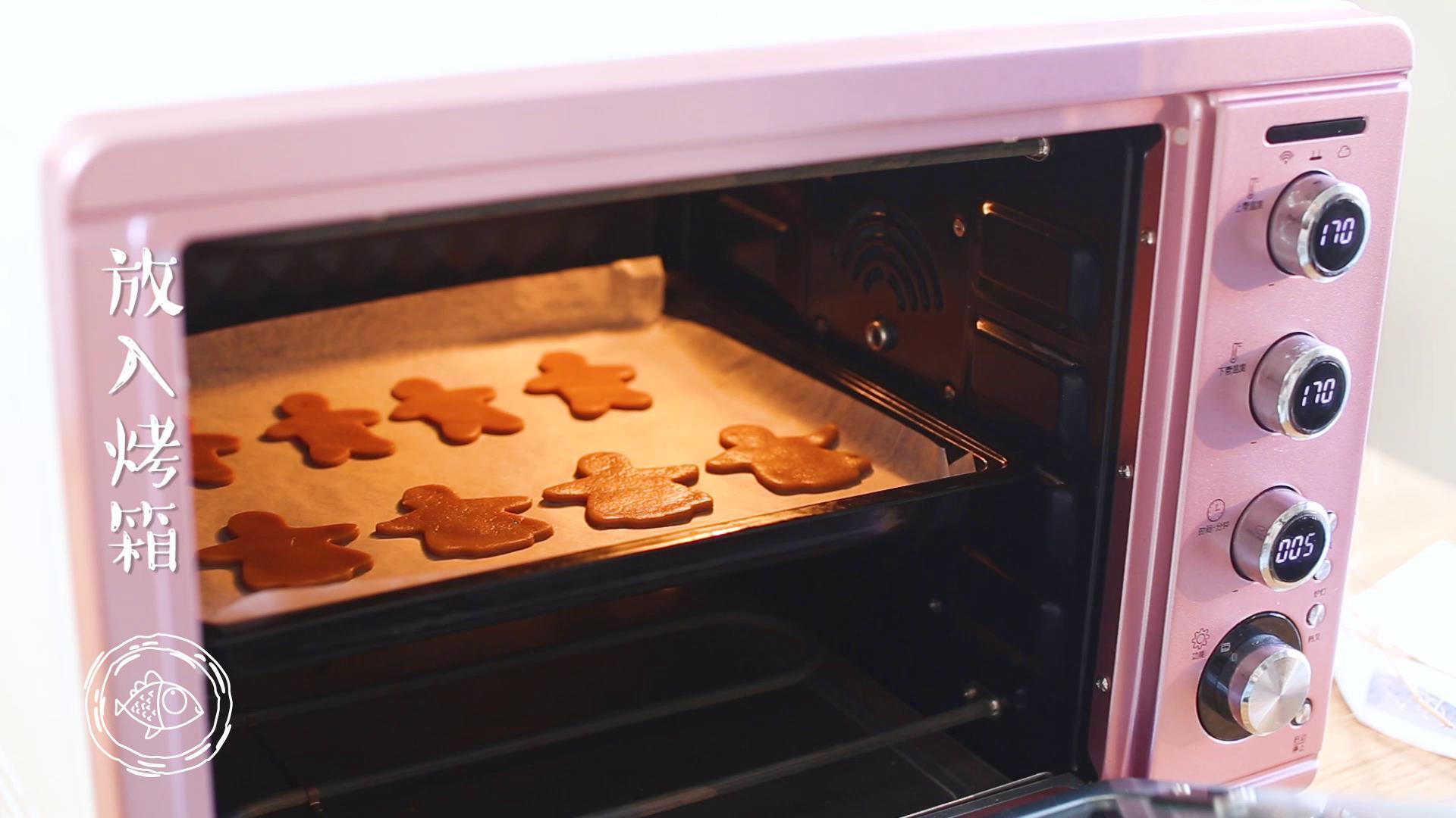 12m+姜饼人(宝宝辅食),接下来就可以放入烤箱了,上下170度烤18分钟左右~</p> <p>