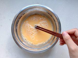 童年-水蒸蛋,加完水再继续向同方向搅拌一会儿,确保混合均匀