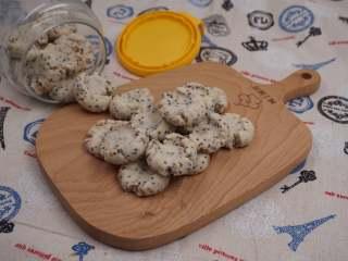 奇亚籽藜麦玛格丽特小饼,取出口待凉即可食用,咬上一口真的是酥了掉渣了