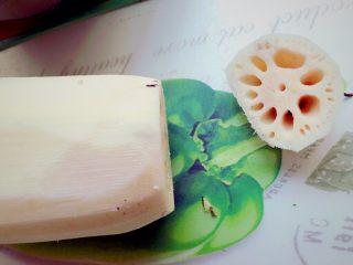 糯米糖藕,切去一端的顶部,大概1cm左右,作为盖子。