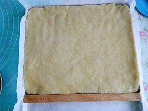 炉果-童年的味道,擀成1厘米左右厚度的面饼。(厚度随意。