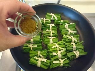 豆皮韭菜,撒點孜然