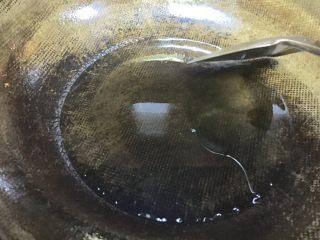 爆炒腰花,铁锅开大火倒入菜籽油