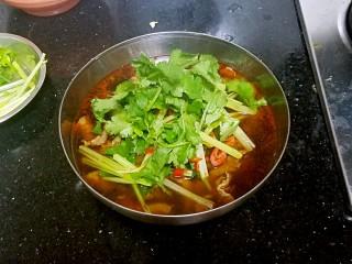 水煮牛肉,最后放入香菜,完成。