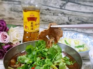 水煮牛肉,特写来一张。