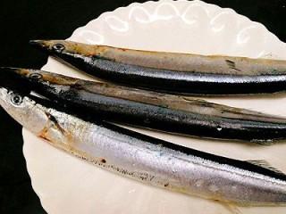 福州+香煎秋刀鱼,准备好秋刀鱼