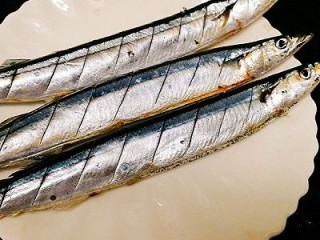 福州+香煎秋刀鱼,处理好秋刀鱼