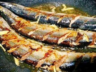 福州+香煎秋刀鱼,加入姜丝