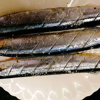 福州+香煎秋刀鱼,加盐腌制秋刀鱼