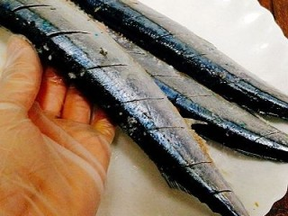 福州+香煎秋刀鱼,腌制20分钟