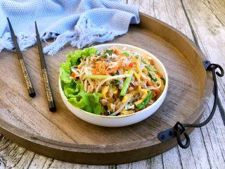 厨房挑战 荤菜 绿豆芽炒鲜虾皮(雪虾),补钙佳品,味道鲜美。