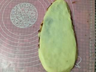 圣诞树面包,同样方法擀好其它4片,分别盖在丄一层上面(中间加豆沙)
