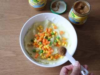 圣诞树沙拉,加入1小勺冠利甜芥末;