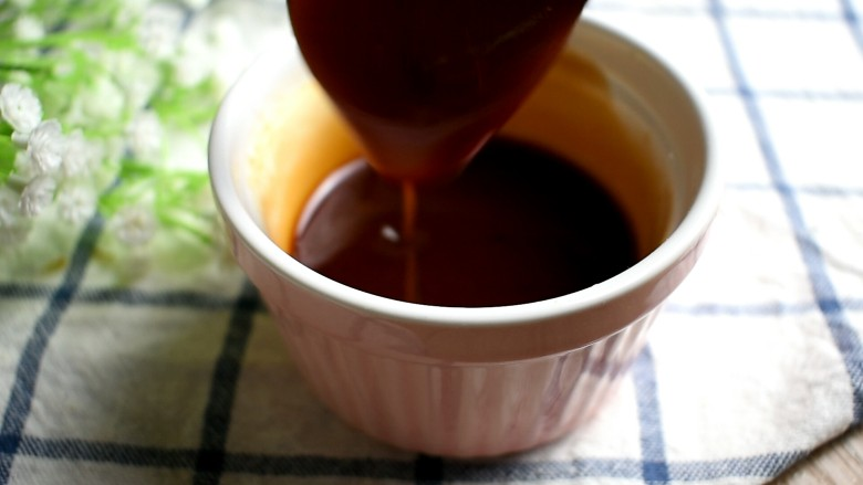 茄汁大虾,搅拌均匀,备用