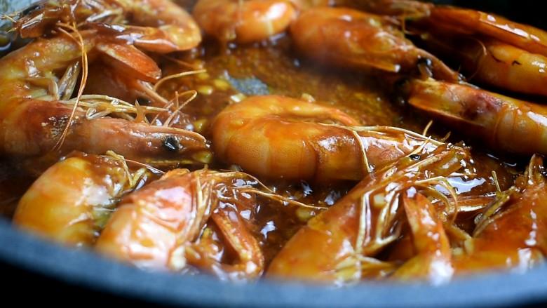 茄汁大虾,翻炒几下,均匀裹上酱汁