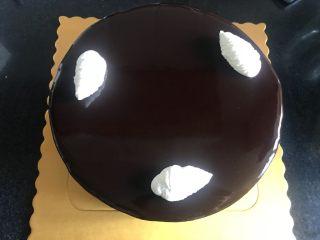 八寸巧克力慕斯巧克力淋面裱花蛋糕,裱花。