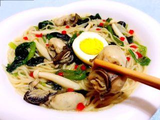 牡蛎时蔬面,牡蛎入口鲜美细腻入微口感一级棒