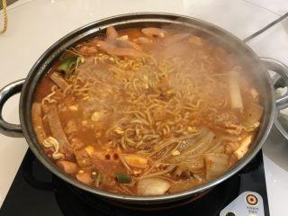 韩国料理部队火锅