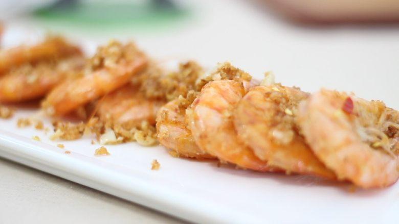 【美善品】避风塘炒虾,时间到后,装盘享受美味。