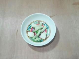厨房挑战+荤菜+大蒜头黄豆酱烧鳊鱼,葱白一份
