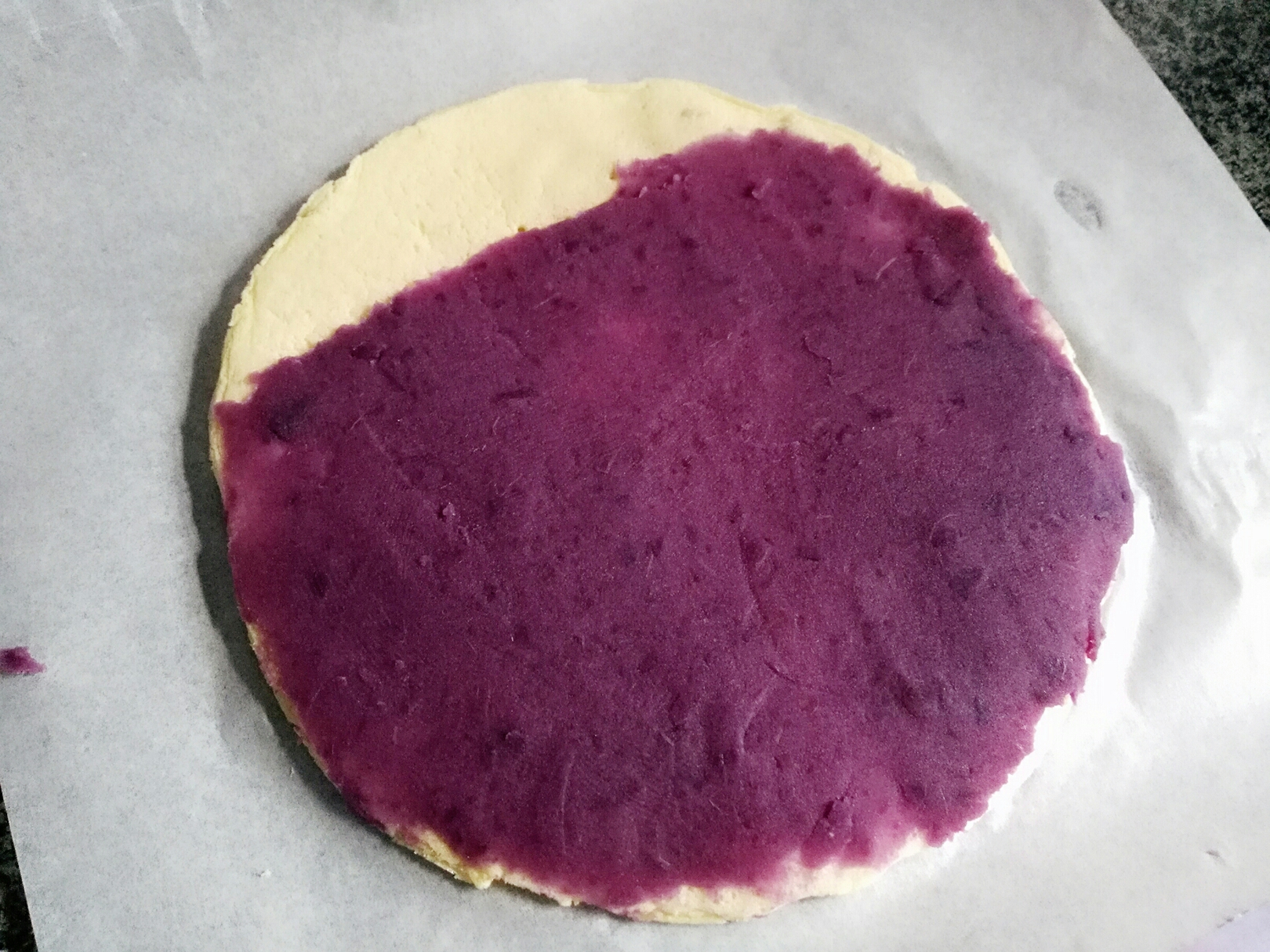 平底锅紫薯夹心蛋糕卷</p> <p>宝宝辅食,抹上紫薯泥