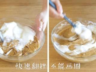 18m+红枣糕(宝宝辅食),蛋白分两次加入面糊中,快速的翻拌均匀,不能画圈~
