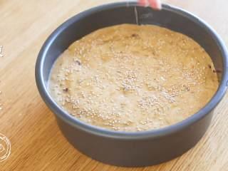 18m+红枣糕(宝宝辅食),撒上白芝麻,烤箱预热5分钟~
