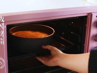 18m+红枣糕(宝宝辅食),放入烤箱,上火160度,下火150度,先烤20分钟~