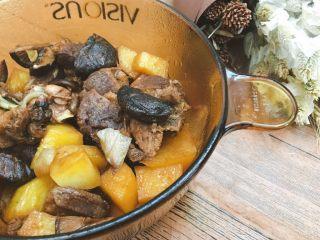 土豆香菇焖鸭肉